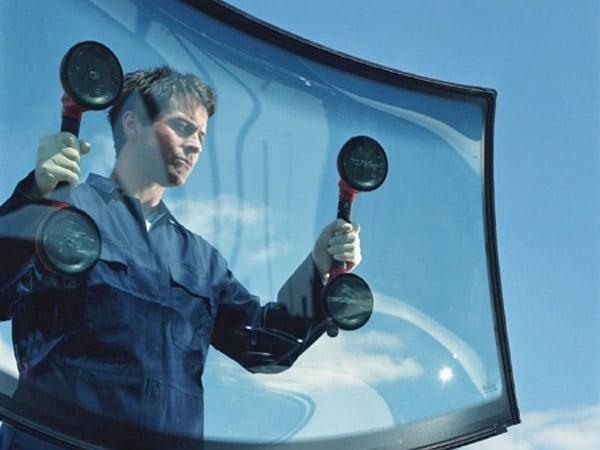 Offerta-riparazione-vetro-auto-scheggiato-Parma